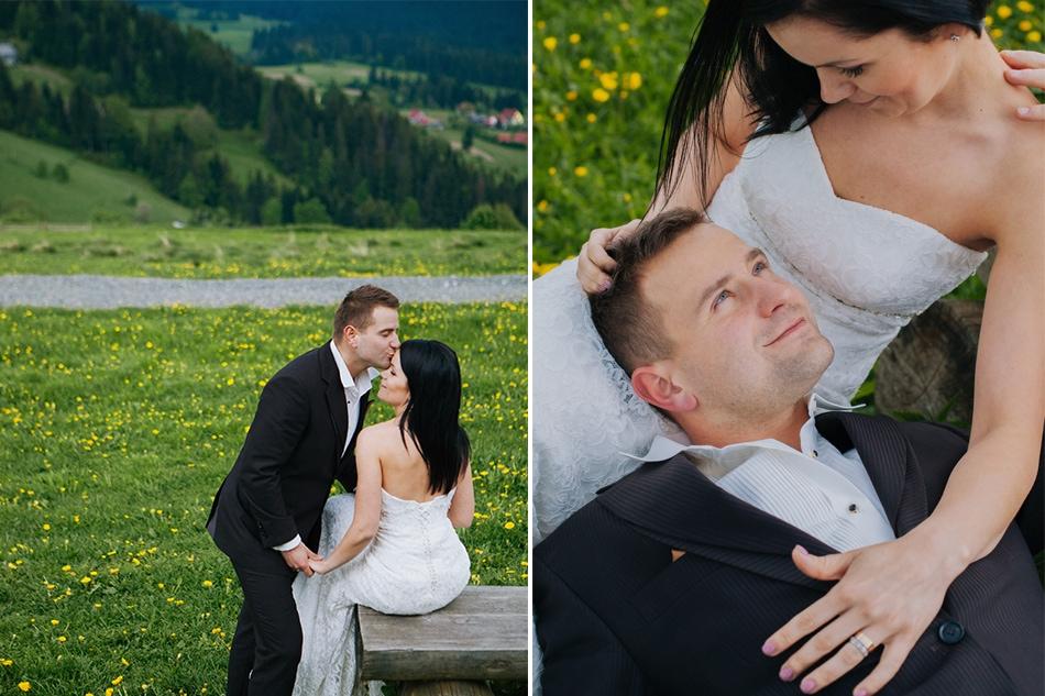 para młoda siedzi na ławce w górach beskidach, on całuje ją w czoło, poczym układa głowę na kolanach żony