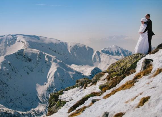 Zimowy plener ślubny w górach