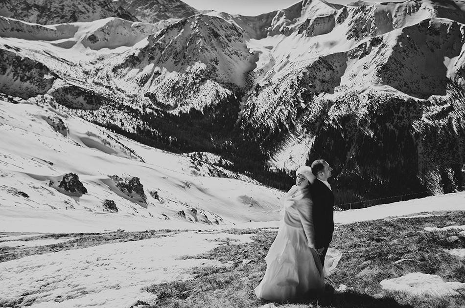 Fotografia ślubna Pary Młodej na śniegu w miejscu Kasprowy Wierch