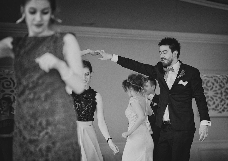 goście tańczą