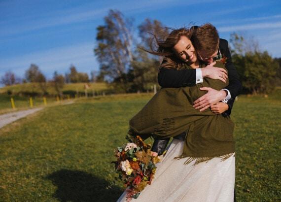 Wietrzna sesja ślubna w Wiśle